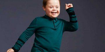 رغم الإعاقة...مصاب بمتلازمة داون يعمل عارض أزياء