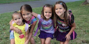 إمرأة قامت بتبني 4 بنات