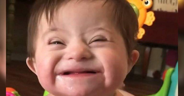 فيديو طفلة حديثة التبني مصابة بمتلازمة داون تبتسم لأمها الجديدة Librabuzz